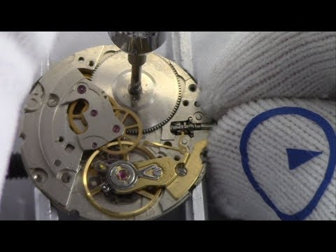 What is a Hacking Watch Movement and How Does it Work? - Watch and Learn #35