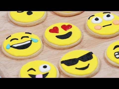 HOW TO MAKE EMOJI COOKIES - NERDY NUMMIES