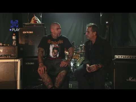 Henrique Fogaça Revela Seu Lado Punk Rock No Programa Nasi Noite Adentro