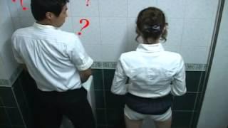 Repeat youtube video (뜬금) 남자화장실에 와서 소변보는 그녀