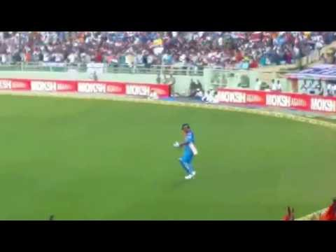 Craze of Dhoni in Vizag- Dhoni entrance