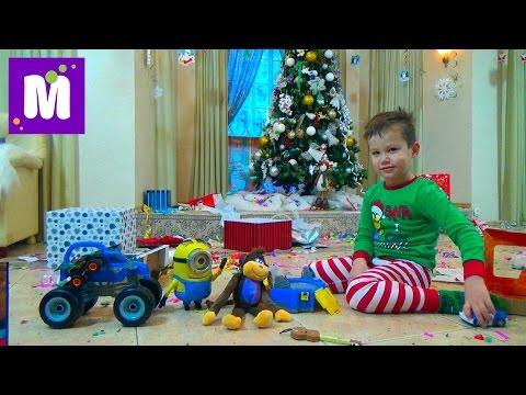 Видео: Подарки Максу от Деда Мороза распаковка игрушек под Новогодней лкой
