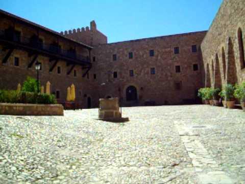 Guadalajara espa a castillo de siguenza hoy parador for Oficina de turismo siguenza