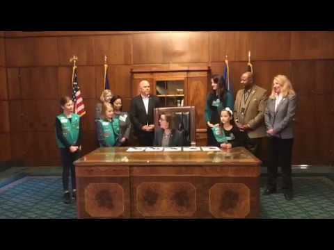 Oregon Governor Signs Law Protecting Pets, Children