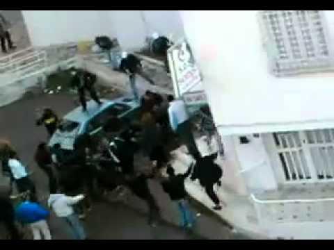 Hammamet Poste de Police en Feu 12-01-2011.flv