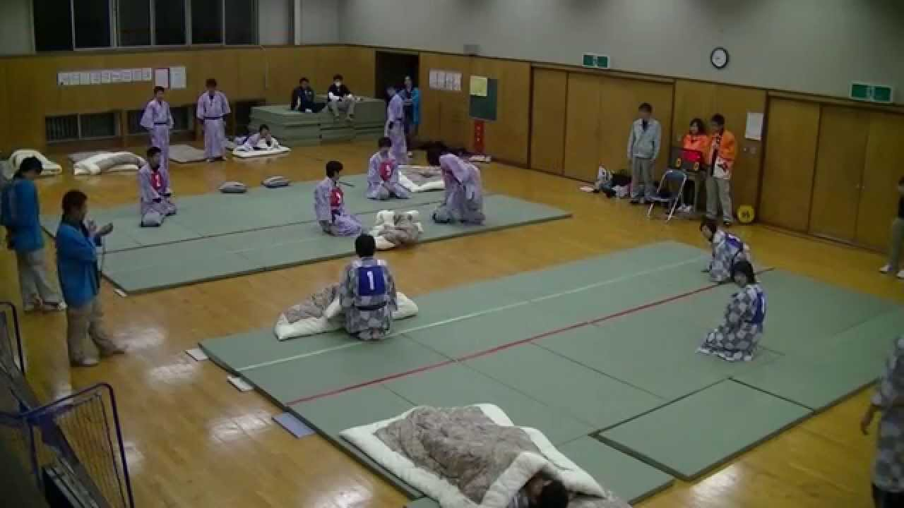 画像: 「全日本まくら投げ大会 in 伊東温泉」 公式ルール www.youtube.com