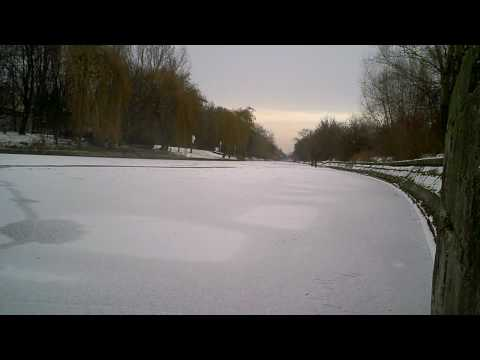 Berlin Canal Completely Frozen in Winter 2009