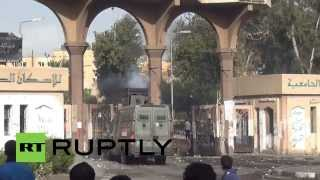 Egypt: Armoured vehicles storm gates of al-Azhar University