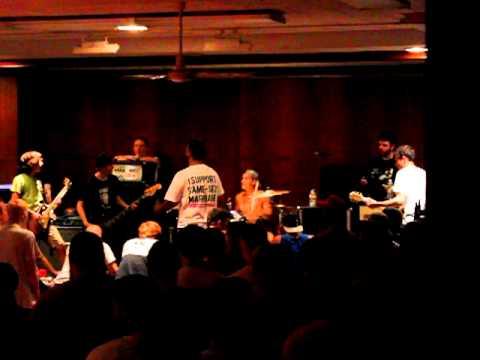 wokalista neonowych drzew spotykający się z perkusistą World of Tanks Kv-1s swatanie