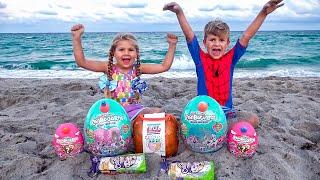 ダイアナとローマ、パパとビーチで砂遊び
