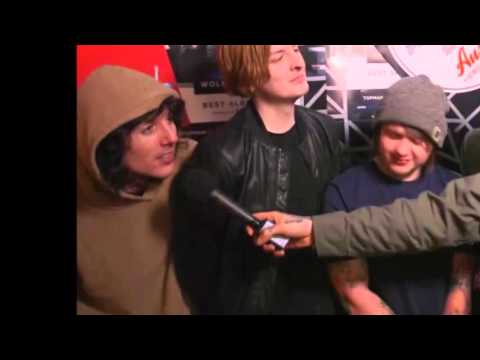 BMTH Oli Sykes talks about trashing Coldplay's table at NME's