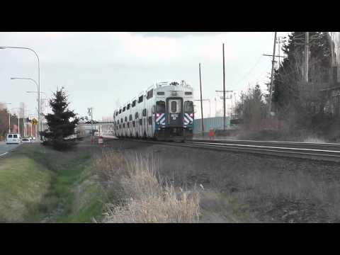 SOUNDER Commuter Train #1517 through Auburn, WA