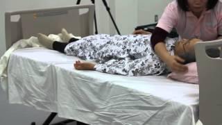 Mvi 0870ベッドシーツの取り換え 整容寝たきり状態のシーツ交換熟練者