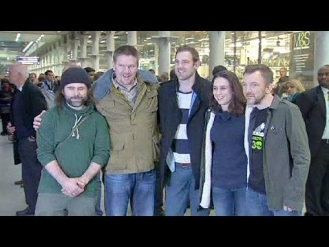 Six militants de Greenpeace amnistiés par la Russie rentrent au pays