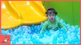키즈카페 자동차 놀이! 귀여운 아이들 미니 유니 즐거운 공놀이 미끄럼틀 놀이공원 ♡ 어린이 놀이 Kids cafe toys play | 말이야와아이들 MariAndKids