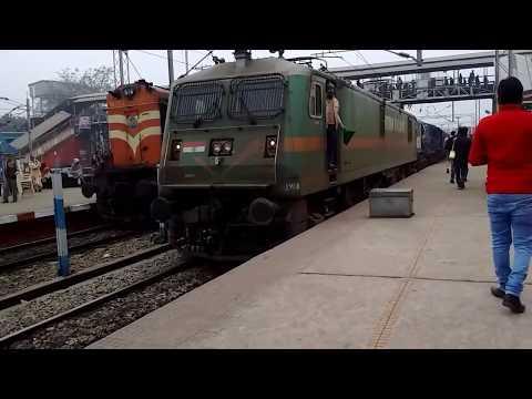 12142 Patliputra - Lokmanya Tilak SF Express departing from Danapur with Eloco in lead