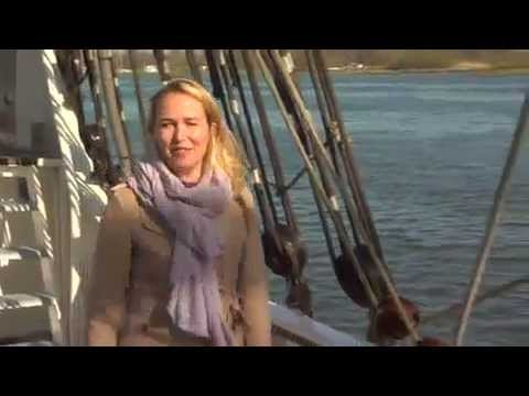 dutch reporter falls off boat into water ,,funny scene 2014 live....