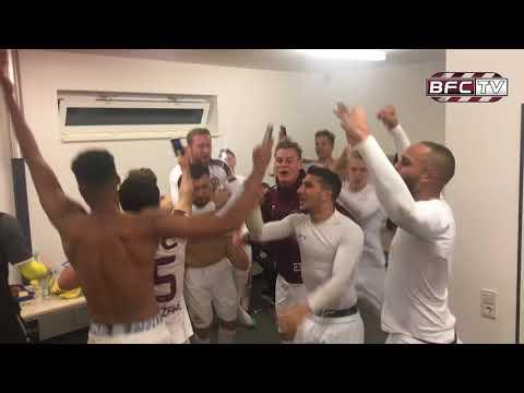 11.Spieltag VfB Germania Halberstadt - BFC Dynamo 4:5 Mannschaft feiert in der Kabine nach dem Spiel