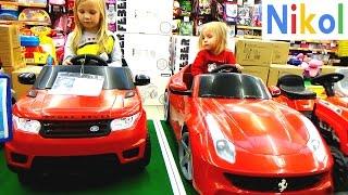 Приключения Николь в магазине игрушек !