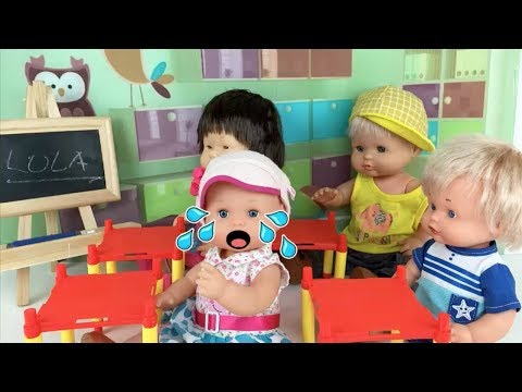 Baby doll Nenuco Lola & Little sisters don´t want to go new school! baby is crying!New full episode