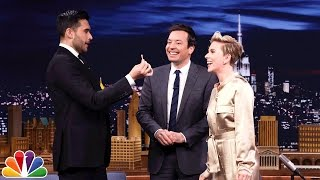Repeat youtube video Scarlett Johansson Gets a Special Magic Trick from Dan White