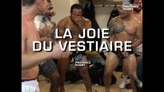 Scène de joie dans le vestiaire du Provence Rugby