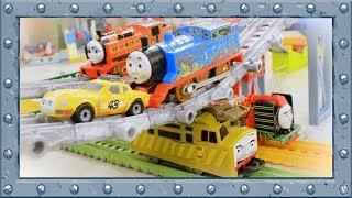 Thomas, Ace and Nia! Tricky bridges! Cheerful Racing with Thomas and Friends!