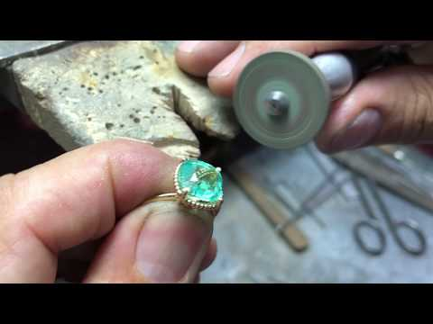 Hand crafted Colombian emerald cushion solitaire beaded ring 18K