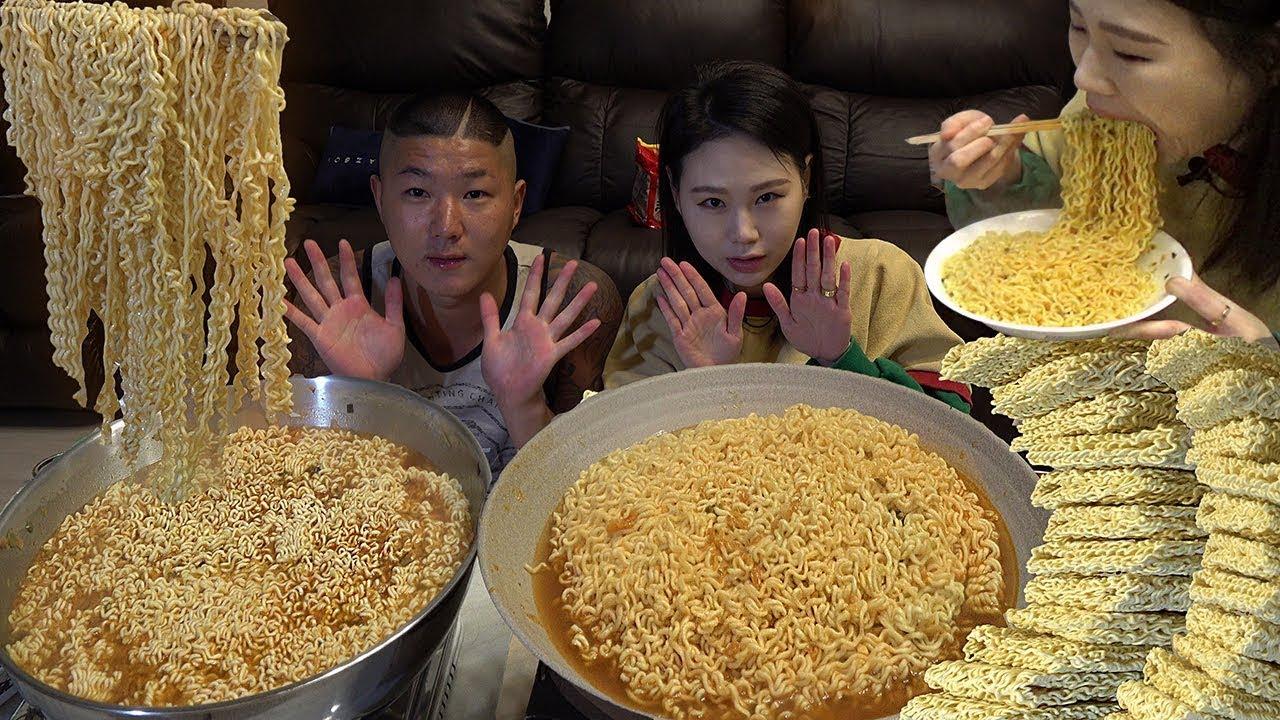 Download SUB 도토리랑 김치라면14봉 라면 14 packs of Kimchi Ramyun (Korean Instant Ramen) 먹방 Mukbang Eating Sound