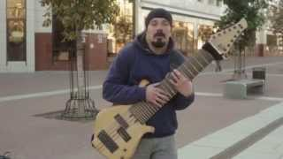 Гитарист импровизатор удивил брянцев 12 струнным басом который может заменить оркестр