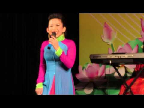 Chiều 30/8/2015 Nghệ sĩ Bình Tinh biểu diển ca cổ tại Nhà Văn Hóa Thanh Niên