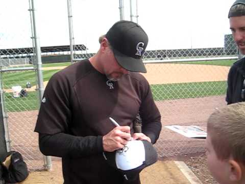 Jason Giambi Signs For the SI KING  2-28-11