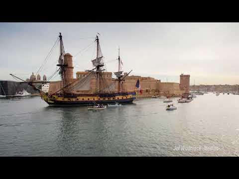 L'Hermione  quitte Marseille