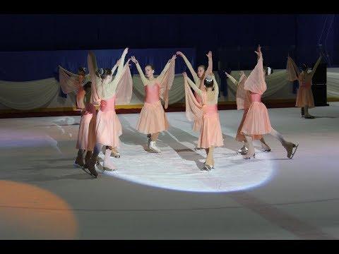 """В """"Сапсан-Арене"""" состоялся епархиальный молодежный Ледовый бал"""