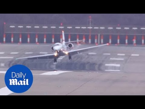 Cessna 680 Plane Caught In EXTREME 120km/hour Crosswinds