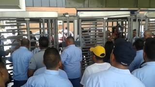 Trabajadores de General Motors de Venezuela protestan 506 despidos 21/04/2015