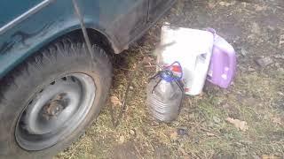 Как заменить масло в двигателе на улице без ямы.Гениально и просто.