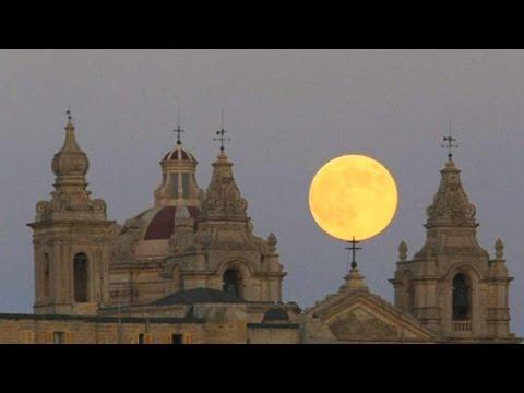 В ночь на понедельник Луна приблизилась к Земле на минимальное расстояние (новости)