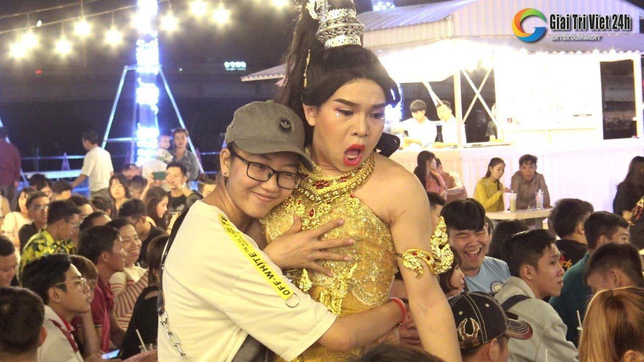 Hơn 2000 khán giả đến xem lô tô Hương Nam khiến Khu phức hợp Cần Thơ
