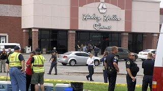 США: зловмисник з вогнепалом, газом та сокирою напав на глядачів у кінотеатрі