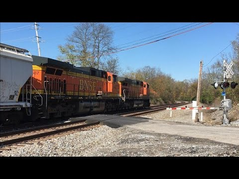 Burlington Northern Santa Fe On Norfolk Southern Rathole! BNSF Fast Freight!