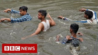 Heavy rains destroy homes and lives in south India - BBC News