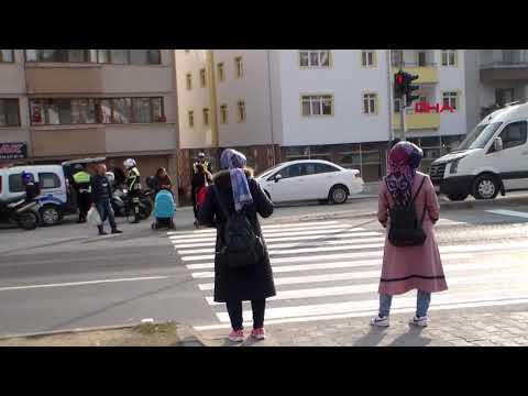 Bolu'da Yayalar Polisi Dinlemeyip Kırmızıda Geçince Ceza Yedi