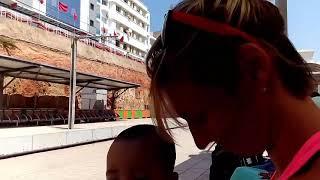 Анжеле неожиданно дали подержать марокканского ребенка