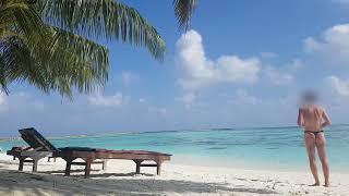 Mann im Stringtanga am Strand - man in thong - beach - sea -