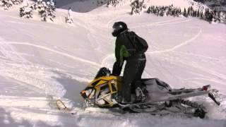 Crazy Snowmobile crash Silent Pass Jan 2013 OUCH!