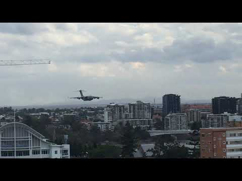 RAAF C 17A Globemaster flypast at eye-level in Brisbane Sept 29 2018
