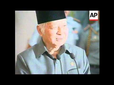 INDONESIA: SUHARTO SAYS HE WILL STEP DOWN AFTER ELECTIONS