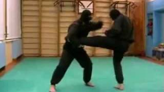 Нестандартные приёмы рукопашного боя. Борьба. Защита от прямого ногой(Нестандартные приёмы рукопашного боя. Борьба. Защита от прямого ногой http://1group1.ru/, 2010-06-13T19:12:15.000Z)