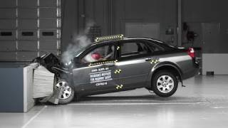 2002 Audi A4 moderate overlap IIHS crash test